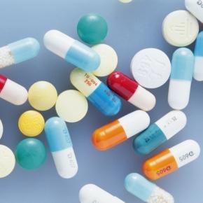 フルニトラゼパム製剤の錠剤色変更の目的は?